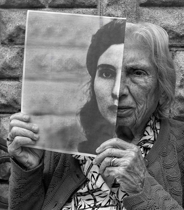 De 91 años de edad de la madre de edad avanzada-women-extrañas-unos-tony-Luciani-1-lúdico-fotografía