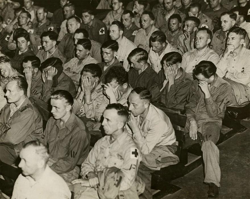 I soldati tedeschi reagiscono alla Filmati dei campi di concentramento 1945