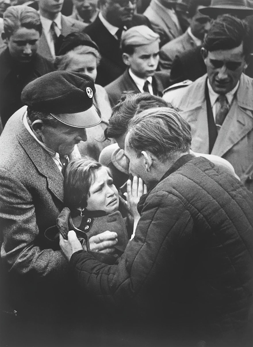 A German Child Meets Her Father, A WWII Soldier, For The First Time Since She Was 1 Year Old, 1956