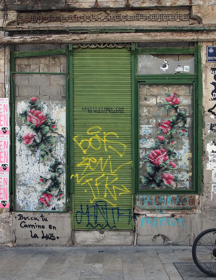 floral-cross-stitch-street-installations-raquel-rodrigo -6