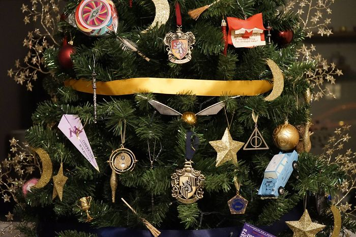 This Harry Potter Themed Christmas Tree Is A Feast For