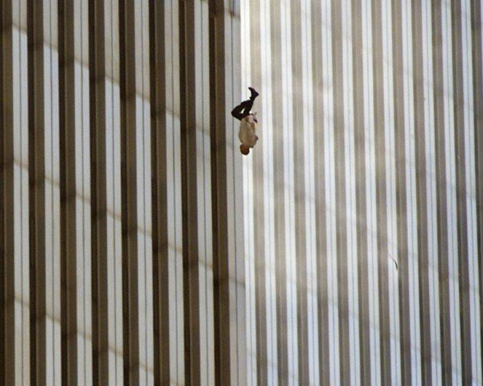 El caer del hombre, Richard Drew, 2001