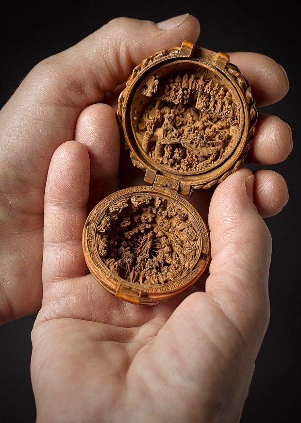 miniature-boxwood-carvings-16th-century-9