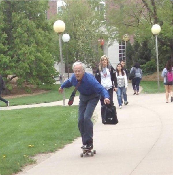 Teacher Skates To His Classes Everyday