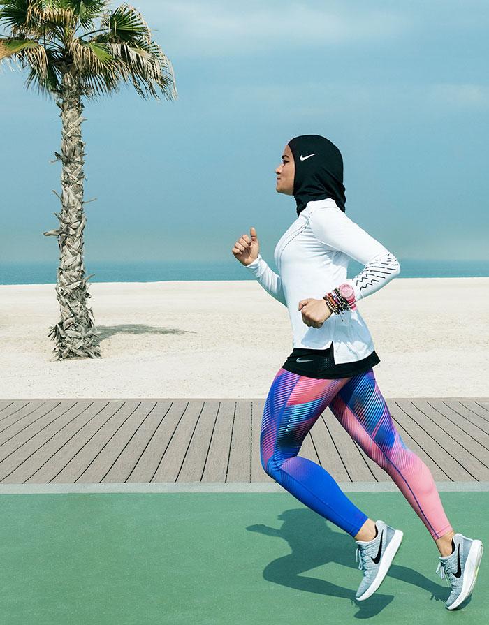 sport hijabs muslim women athletes nike 6 58bfb833a32c5  700 - Nike e a linha de Hijab que os atletas muçulmanos ajudaram a criar