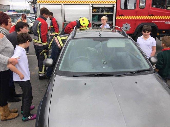 firemen-rescuing-laughing-toddler-from-locked-car-8