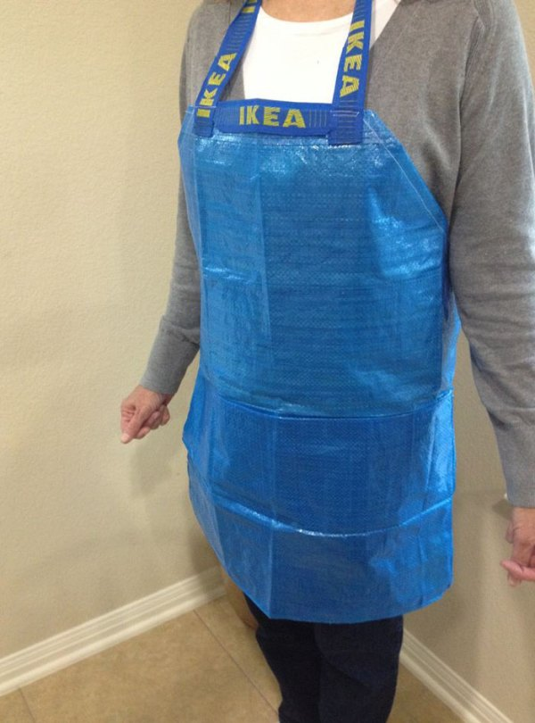 people making clothes ikea bags 6 59116eef7b805  700 - People Are Now Making Clothes Out Of 99-Cent IKEA Bags, And They Look More In The $2000+ Range
