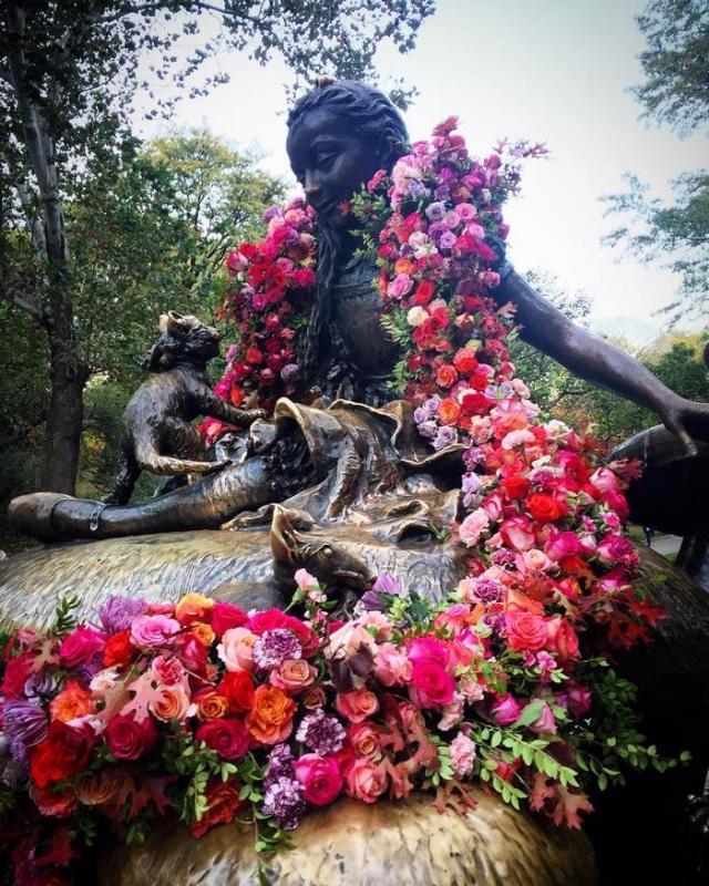 trash-cans-flowers-new-york-lewis-miller-3