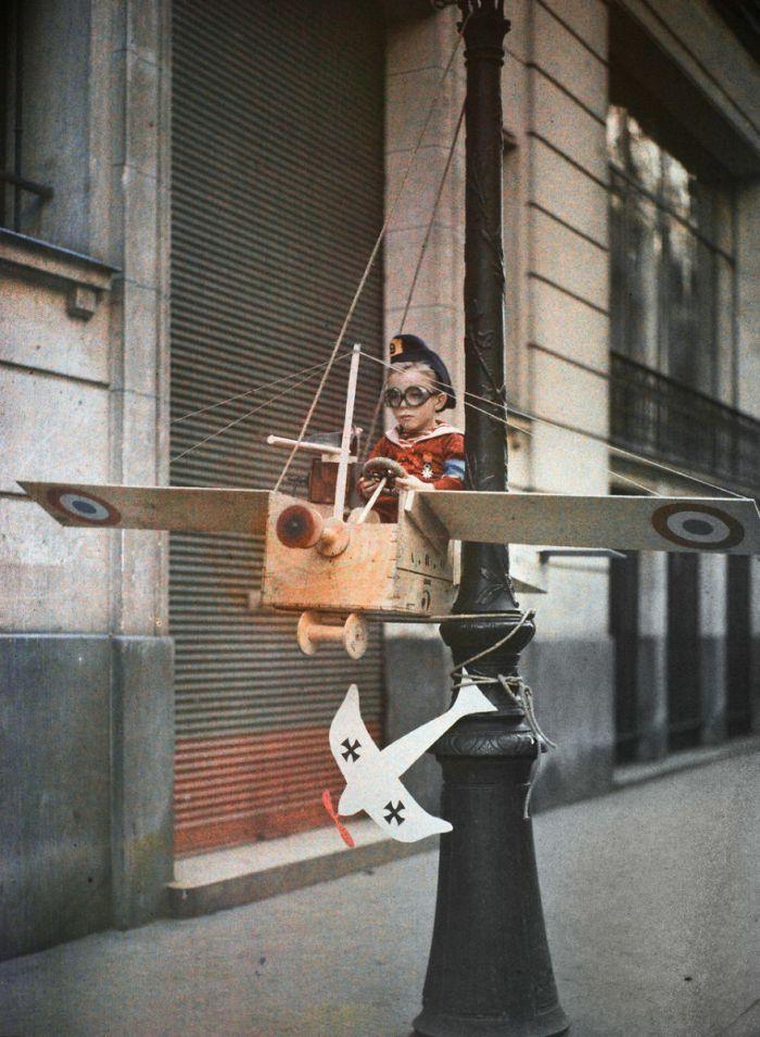 O Exército da Grenata Street, 1915
