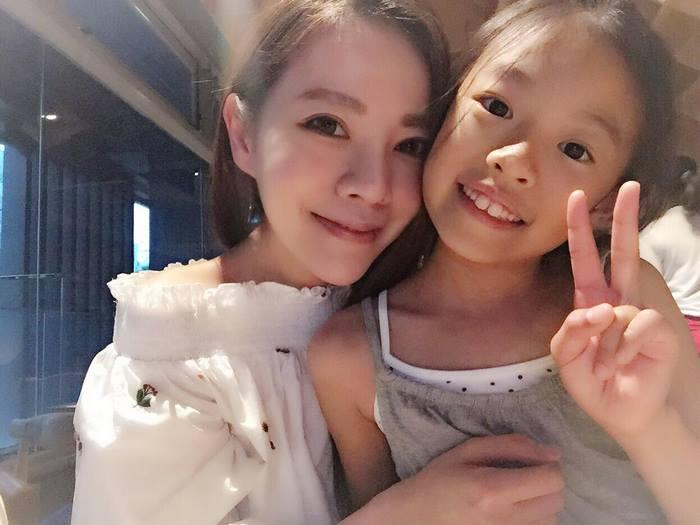 giovanile-taiwanese-donna-madre-sorelle-attirare-fayfay-sharon-Hsu-0010
