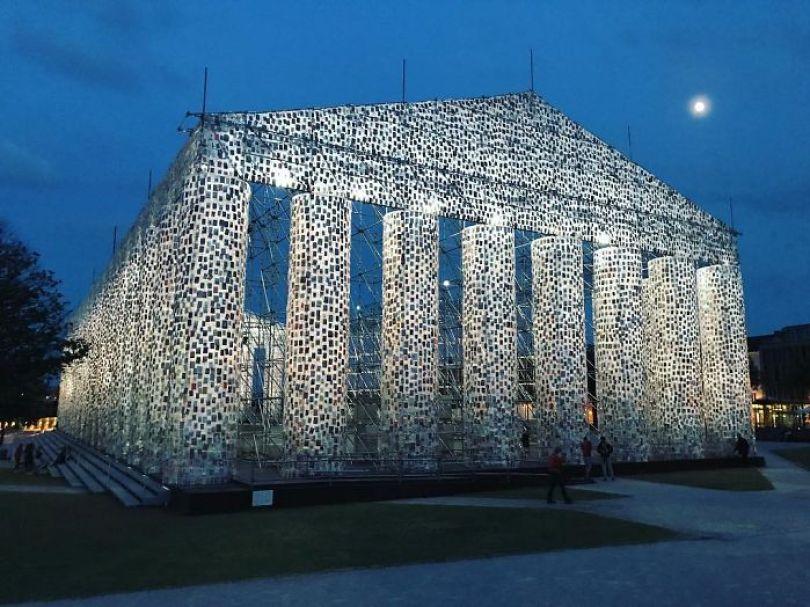 parthenon books marta minujin germany 3 595f2deedf4de  700 - Artista usa cem mil livros proibidos para construir um Parthenon