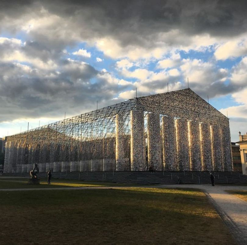 parthenon books marta minujin germany 7 595f2df6d2e1d  700 - Artista usa cem mil livros proibidos para construir um Parthenon