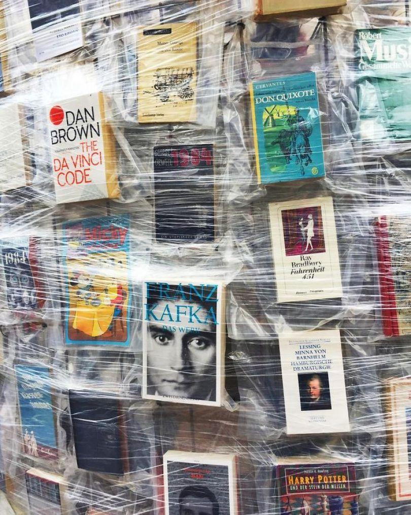 parthenon books marta minujin germany 9 595f2dfb7fb4d  700 - Artista usa cem mil livros proibidos para construir um Parthenon