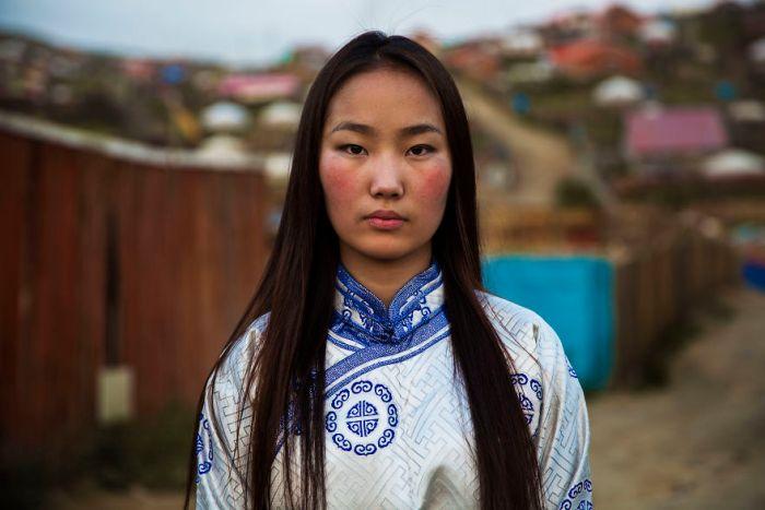 She photographed women in 60 countries to change the way we see beauty 59c8d06f5cccf  880 - Projeto de fotógrafa romena propõe tirar fotos de mulheres pelo mundo