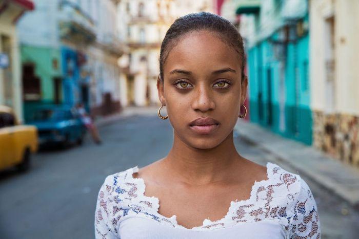She photographed women in 60 countries to change the way we see beauty 59c8d0a3f2524  880 - Projeto de fotógrafa romena propõe tirar fotos de mulheres pelo mundo