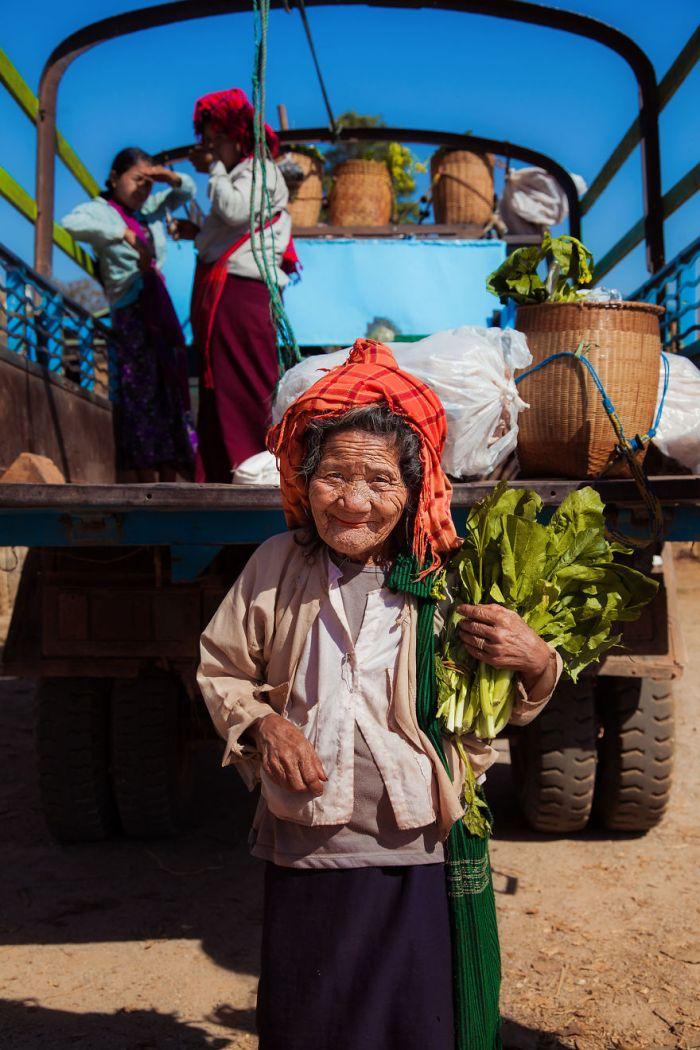 She photographed women in 60 countries to change the way we see beauty 59c8d284c361f  880 - Projeto de fotógrafa romena propõe tirar fotos de mulheres pelo mundo