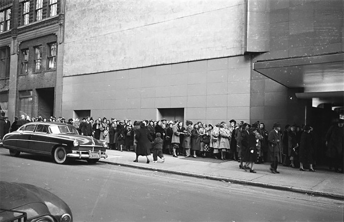 """Audience Waiting In Line To Get Into A Recording Of """"grand Slam"""""""