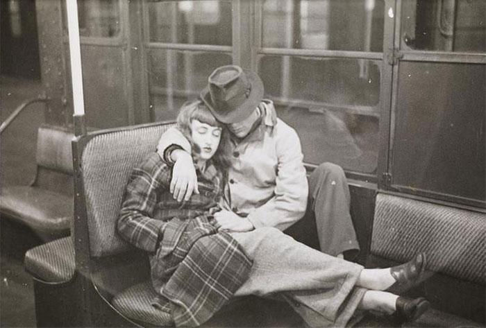 Coppia, dorme, macchina, metà, 1940s
