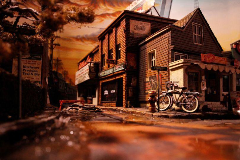 004  MG 5686 59d501abdc0bf  880 - Artista constrói mini cidade baseado em filme de Stephen King