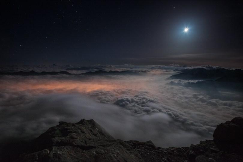 35 Above the Darkness of the Night 59f34995a4fea  880 - O mundo acima das nuvens