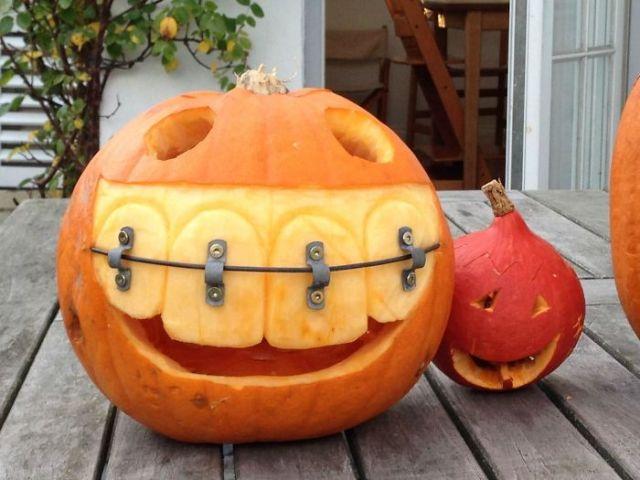 El padre de mi amigo es dentista, ésta es su calabaza para Halloween