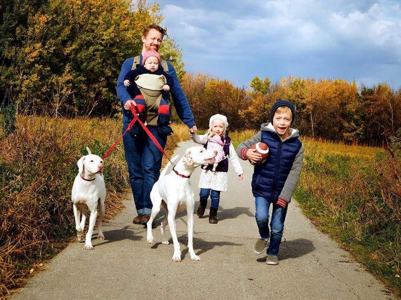 abused rescue dog love child nora elizabeth spence 47 - O melhor amigo do homem
