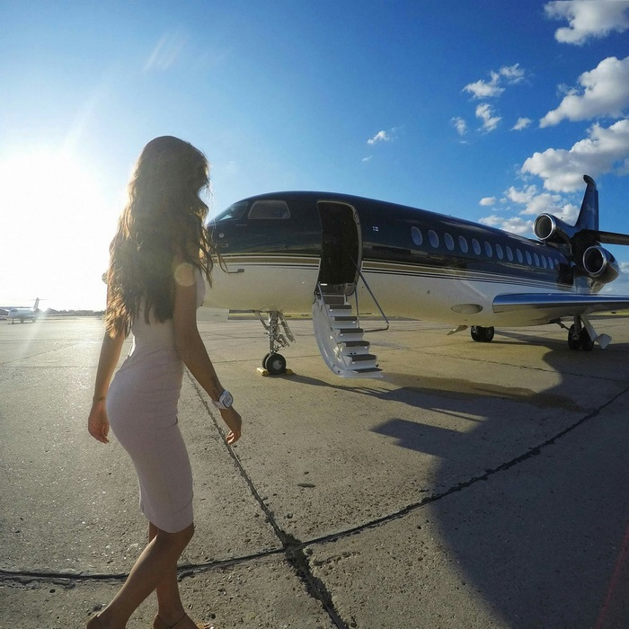 instagram-photoshoot-grounded-private-jet-studio-moscow-27