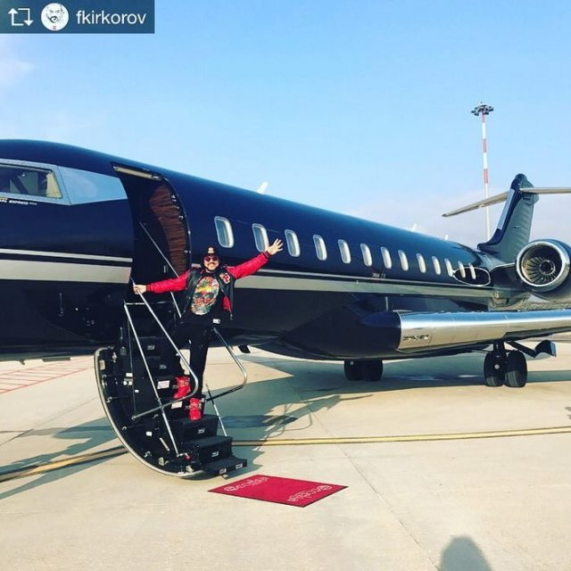 instagram-photoshoot-grounded-private-jet-studio-moscow-3