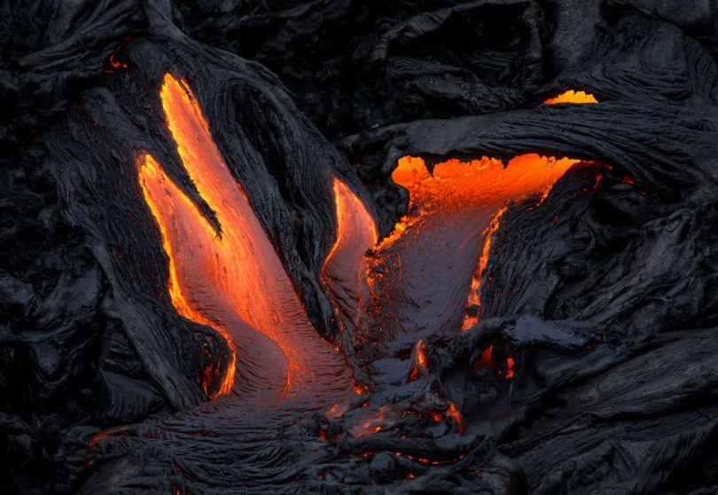 j Kilauea Lava Flows 7 10 2017 30 59f8c80050ecd  880 - Fotógrafo chega muito perto de lava com o seu Drone