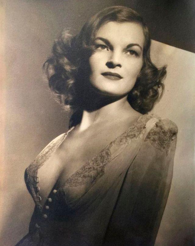 Mi Abuela, 1940s