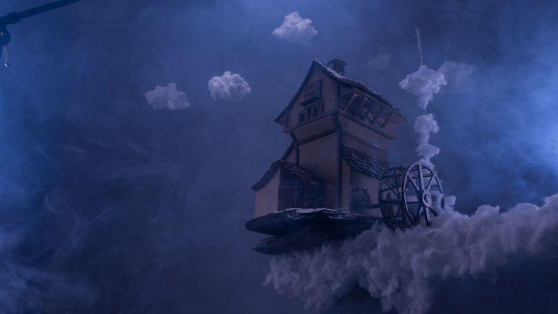 Cloudmill bts 5a01537f05cd9  880 - Artista cria mini figuras utilizando papelão e cria uma história em torno deles