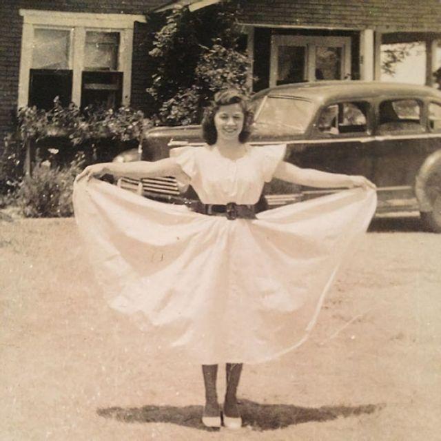 Mi Foto Favorita De Mi Abuela, 1942. Es Una Mujer Fuerte, Crió A Seis Niños Ella Sola Después De Dejar A Un Marido Alcohólico. Trabajaba siete Días A La Semana Como Cocinera En Una Gasolinera De tres Am - cinco Pm. Yo Me Quedaba Cada Fin De Semana Con Ella Y Dormía En El Suelo De La Gasolinera. Es Increíble