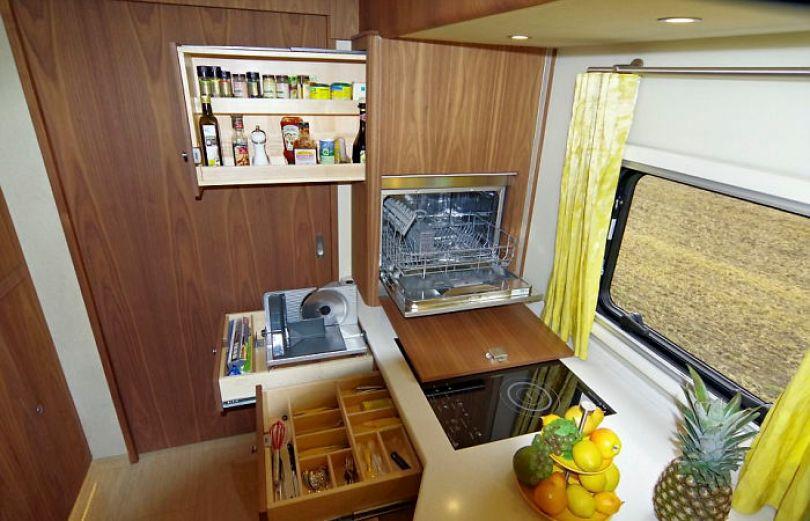 "motorhome garage volkner mobil performance s 4 5a0014373cd65  700 - Ônibus ""motorhome"" possibilita guardar carro"