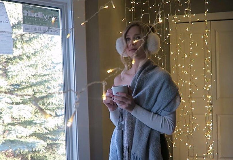 How To Take Amazing Christmas Light Portraits In An Ordinary Bedroom 5a22ac212f918  700 - Tutorial de fotografia com linda modelo