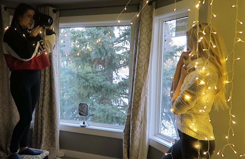 How To Take Amazing Christmas Light Portraits In An Ordinary Bedroom 5a22b00740521  700 - Tutorial de fotografia com linda modelo