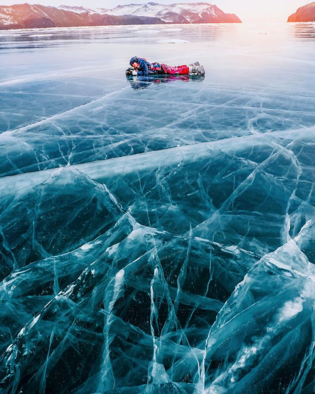 I-Walked-On-Frozen-Baikal-The-Deepest-And-Oldest-Lake-On-Earth-To-Capture-Its-Otherworldly-Beauty-Again-5abcae9b7cd42__880 I Walked On Frozen Baikal, The Deepest And Oldest Lake On Earth To Capture Its Otherworldly Beauty Again Design Photography Random
