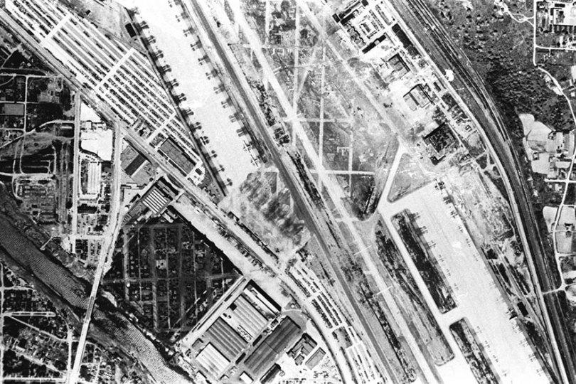 """boeing fake rooftop town world war seattle 12 5aa6556b169a3  880 - 2ª Guerra: EUA projeta um """"bairro falso"""" para eliminar possíveis ataques aéreos"""