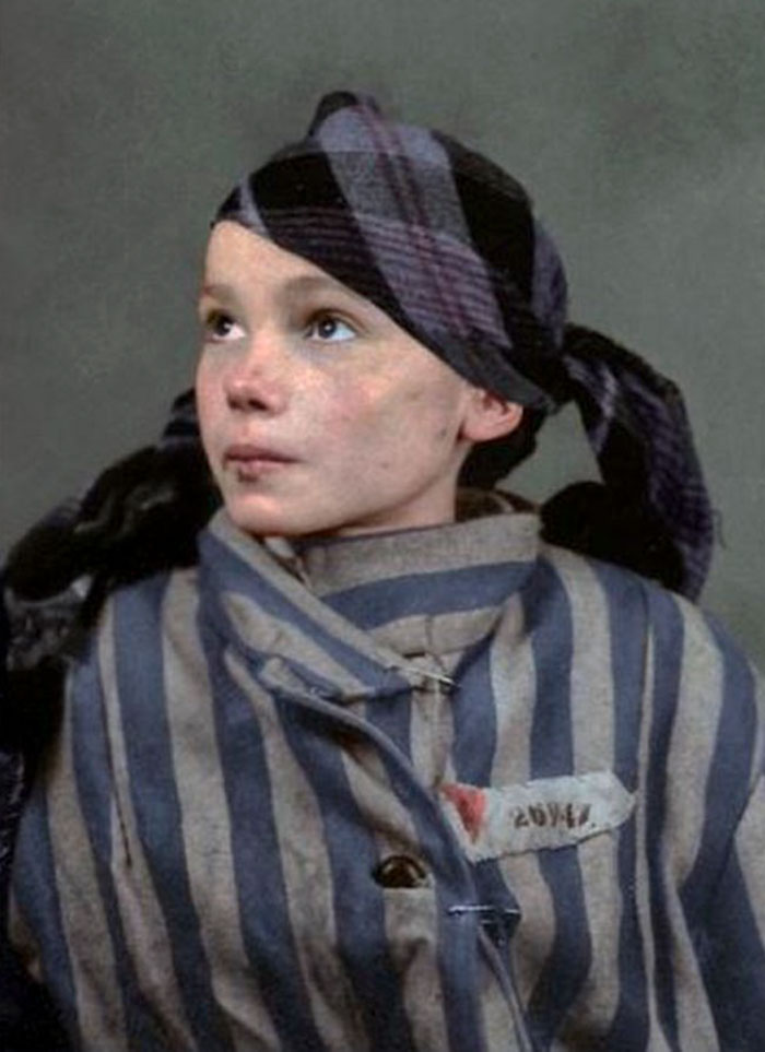 colorized-auschwitz-girl-czeslava-kwoka-black-white-historic-photos-marina-amaral-5aaa52b628c9e__700 The Last Photos Of A 14-Year-Old Polish Girl In Auschwitz Get Colorized, And They'll Break Your Heart Design Photography Random