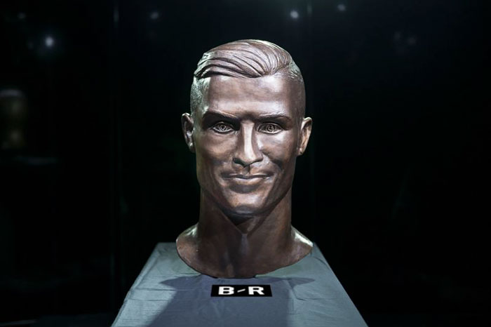 cristiano-ronaldo-new-bust-statue-emanuel-santos-2-5abdf6e607a22__700 Internet Laughed At This Guy's First Attempt At Cristiano Ronaldo's Bust, So He Tries The Second Time Art Design Random