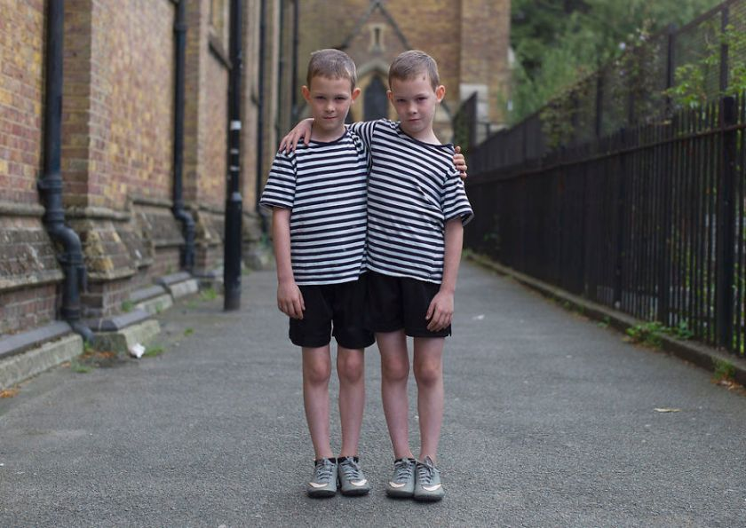 london-identical-twin-portraits-alike-but-not-like-peter-zelewski-5-5abb65c425831__880 Portraits Of Identical Twins Show Just How Different They Are Art Design Photography Random