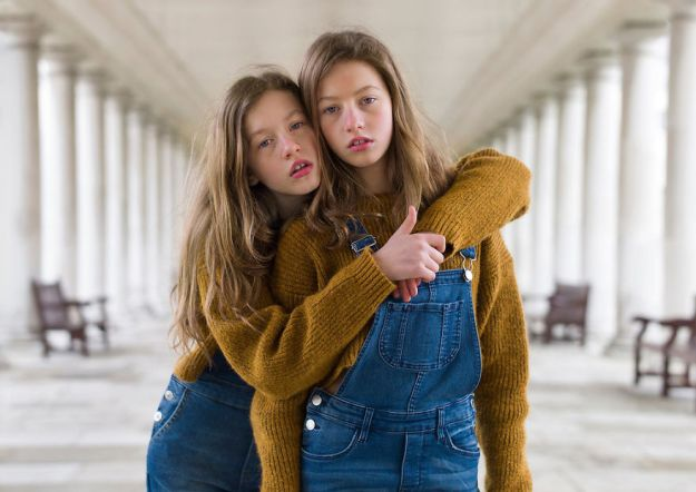 london-identical-twin-portraits-alike-but-not-like-peter-zelewski-8-5abb65cb33027__880 Portraits Of Identical Twins Show Just How Different They Are Art Design Photography Random