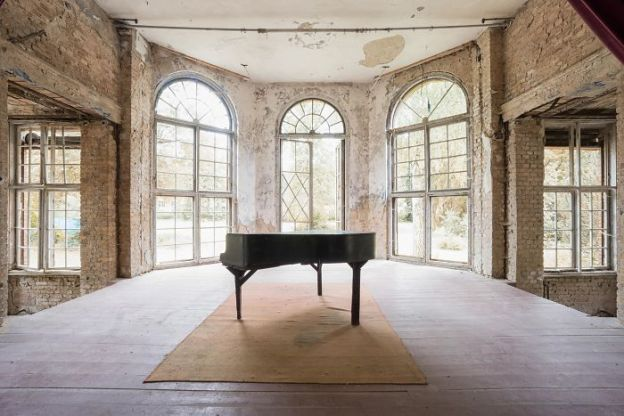 requiem-pour-pianos-31-5adc42cbd1e1b__700 I Travel Through Europe In Search Of Forgotten Pianos In Abandoned Places Design Photography Random