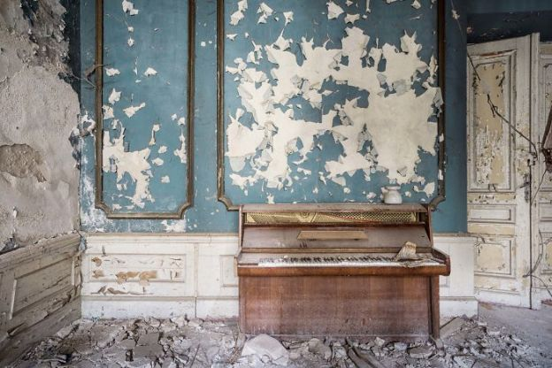requiem-pour-pianos-47-5adc438825d21__700 I Travel Through Europe In Search Of Forgotten Pianos In Abandoned Places Design Photography Random