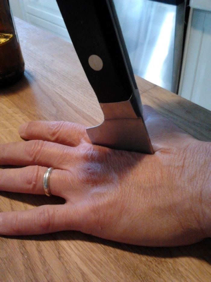 Mom Broke A Knife While Cooking And Sent Me This Picture