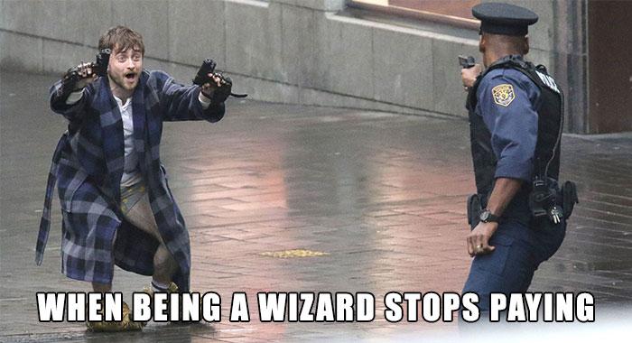 Harry-Potter-Daniel-Radcliffe-Holding-Guns-In-Bear-Feet-Twitter-Reactions