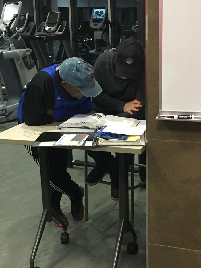 Every Time I️ Come To My Gym, This Man Is Helping This Employee With Calculus