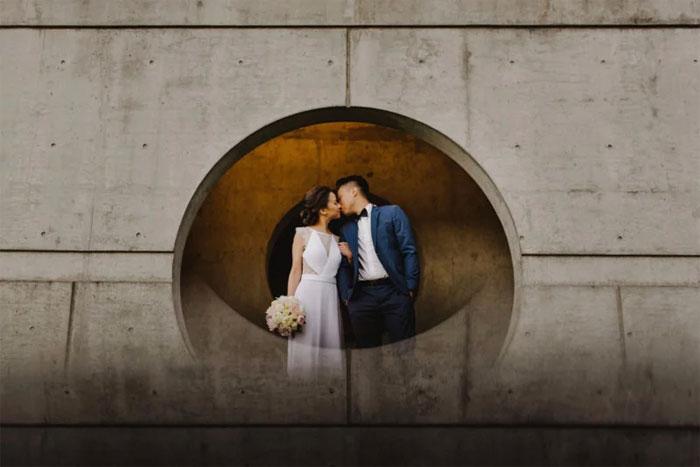 Phone-screen-reflection-trick-wedding-photography-mathias-fast-32