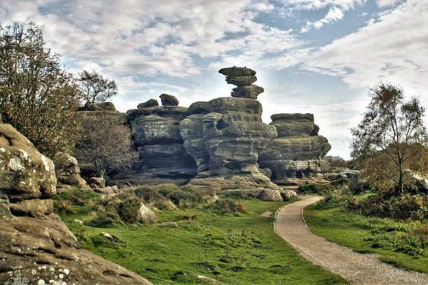 brimham-rock-york-moors-vandalism-north-yorkshire-5b222cdd17bbd__700 Teens Destroy 320,000,000 Years Of History In A Few Seconds, And The Way It Looks Now Infuriates Everyone Design Random