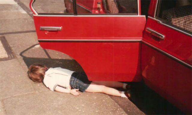 De pequeño, mi madre aparcaba, salía del coche y daba la vuelta para sacarme. Para cuando daba la vuelta yo ya había salido del coche y simulaba haber muerto