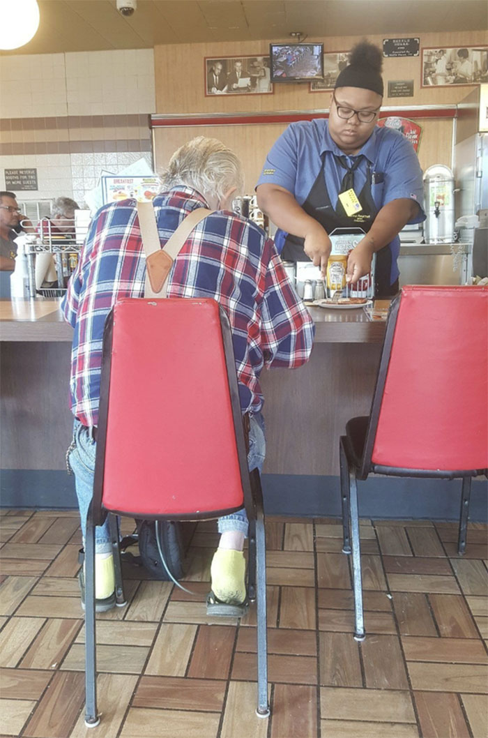 At A Waffle House In La Marque, Texas, This Elderly Man Told The Waitress That His Hands Weren't Working Too Good. He Was Also On Oxygen And Struggling To Breathe. Without Hesitation, She Took His Plate And Began Cutting His Ham